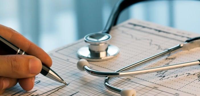 Chirurgie précoce ou surveillance attentive d'une insuffisance mitrale par prolapsus chez un patient asymptomatique